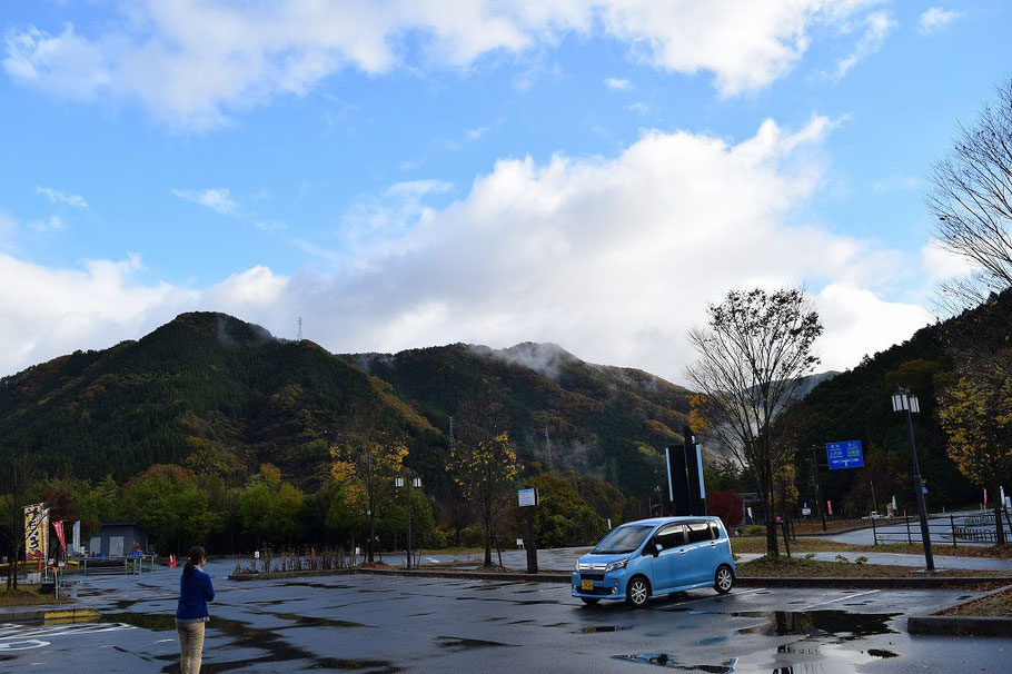 2015年11月15日(日)朝6時半に旭東教会を出発。倉吉に向かう途中の奥津湖近くだと思いますが、小休憩。山を越えると日本海側を感じ支える天気に変わります。気温もたぶん4~5℃低めの感じです。