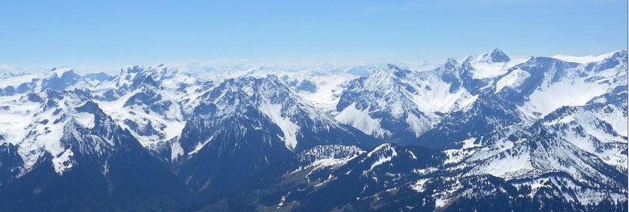 Panorama von der Sulzfluh (links) bis zum Panüeler (rechts)