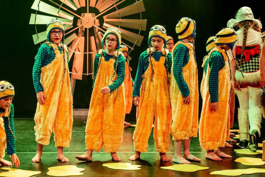 Het gele pad uit de voorstelling 'De Tovenaar van Oz' seizoen 2017/2018