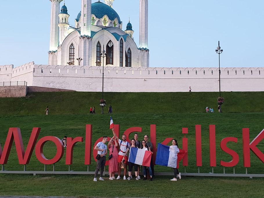 Frankreich - Schweiz vor dem Kreml und mit dem Worldskills Kazan 2019 Schriftzug :) Merciii pour la photo