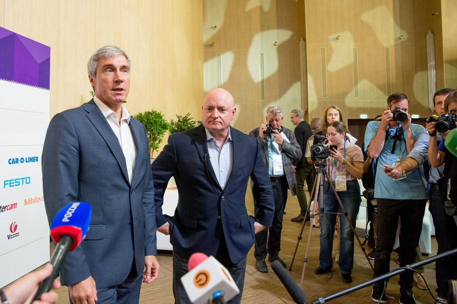 Sergei Krikalev und Scott Kelly beantworteten die Fragen hautnah.