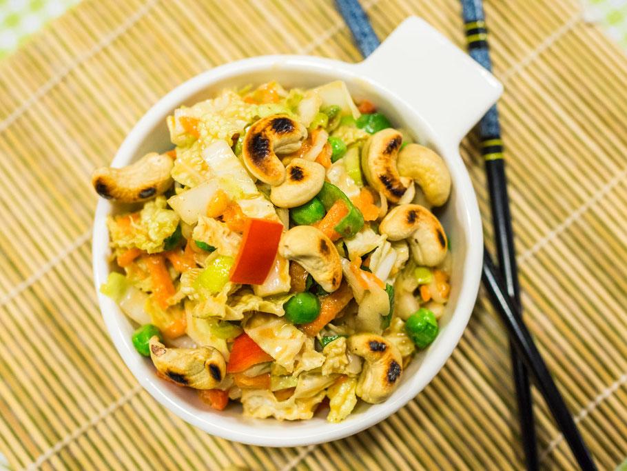 Chinakohlsalat mit Erdnussdressing
