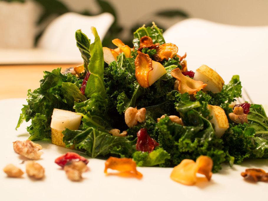 Winterlicher Grünkohlsalat mit Extras