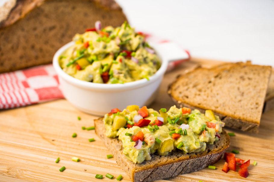 Veganer Eiersalat aus Avocado mich Kichererbsen
