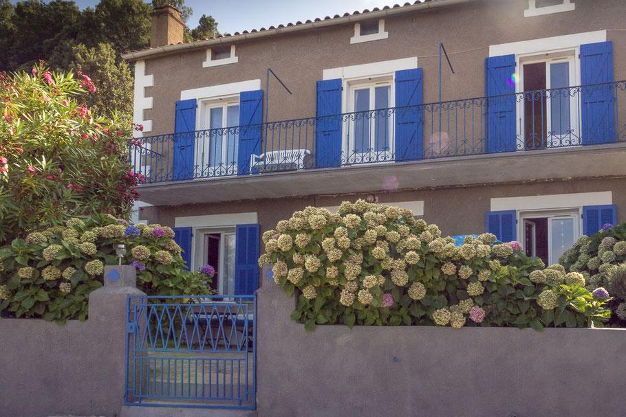 Die kleinen Dörfer die wir passierten waren von romantischen Häuschen mit blumigen Vorgarten geprägt.