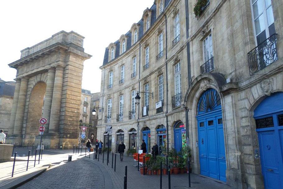 La porte de Bourgogne sur la place Bir-Hakeim
