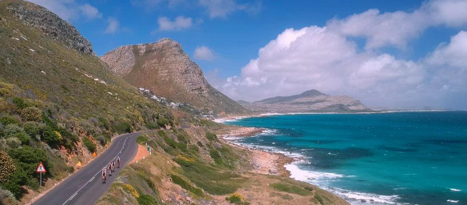 Einer der Höhepunkte der Garden Route Radreise: die traumhafte Küstenstraße durch Misty Cliffs