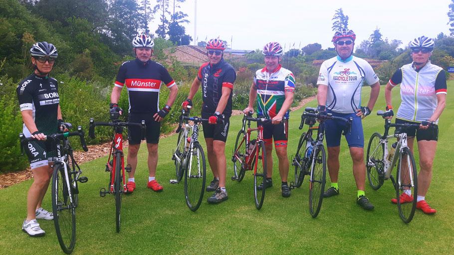 Start am Arabella Sheraton Hotels in Hermanus: Die Rennradfahrer bei der Radreise Garden Route 2019