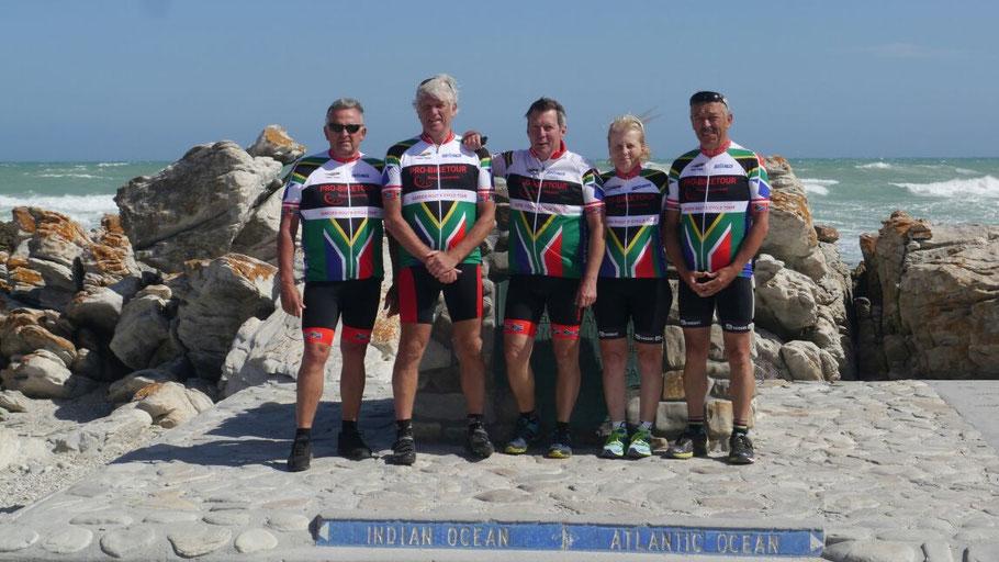 Radsportler am Kap Agulhas - Radreise entlang der südafrikanischen Garden Route