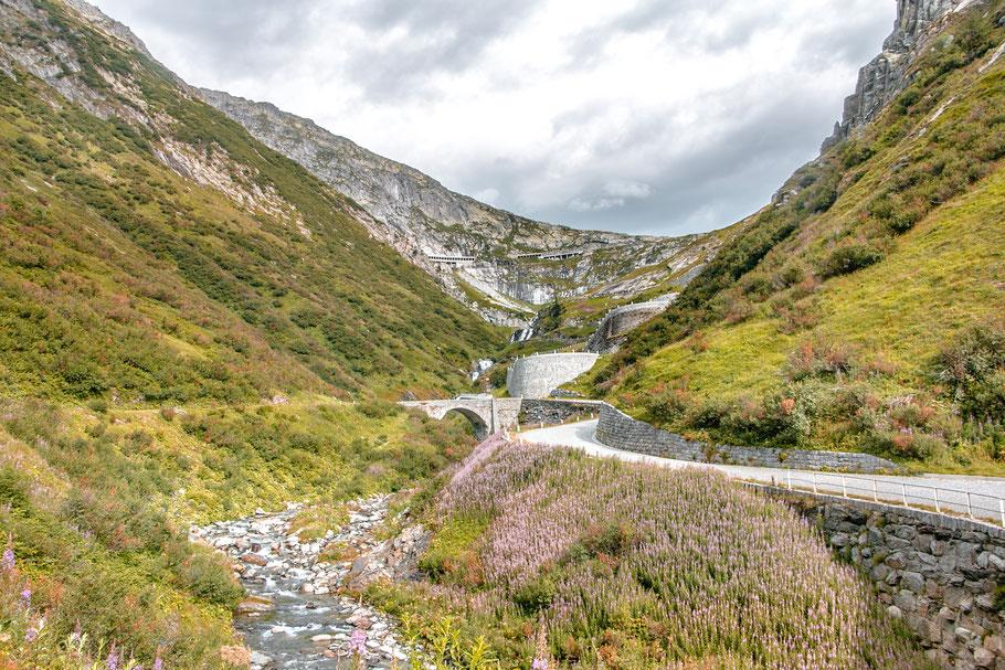 Gotthardpass-Schweiz-Roadtrip-Reiseroute