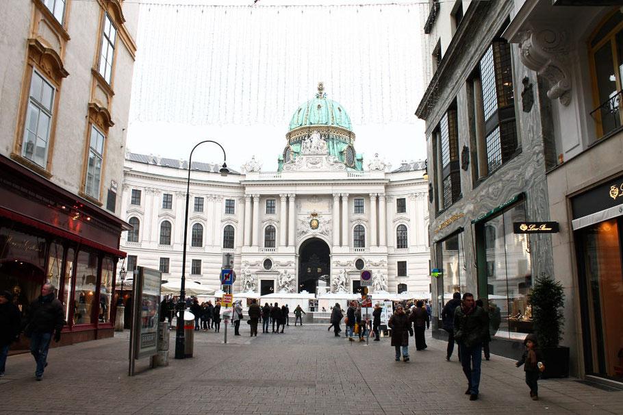 K und K Weihnachtsmarkt am Michaelerplatz in Wien