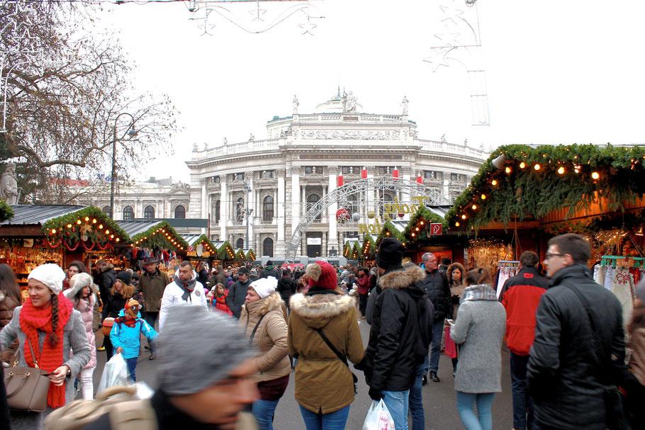 Weihnachtsmarkt am Rathausplatz in Wien