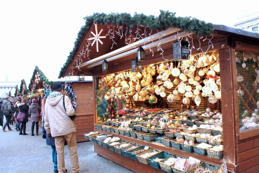 Weihnachtsdorf am Maria Theresien Platz Wien