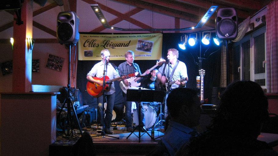 Olles Leiwand, die Partband aus Freilassing beim Auftritt im Stadl-Pub Eichendorf