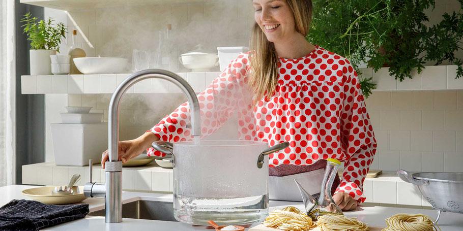 Immer kochendes Wasser zur Hand. Das ist von früh morgens bis kurz vor dem Schlafengehen ausgesprochen praktisch. All das können Sie mit dem Quooker machen.