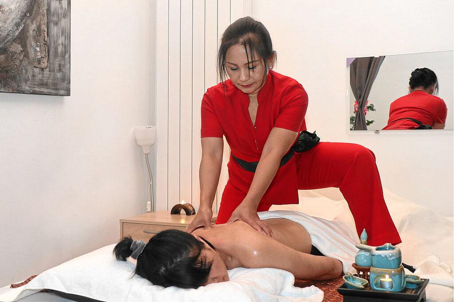 Thai Massage auch als Aromaölmassage