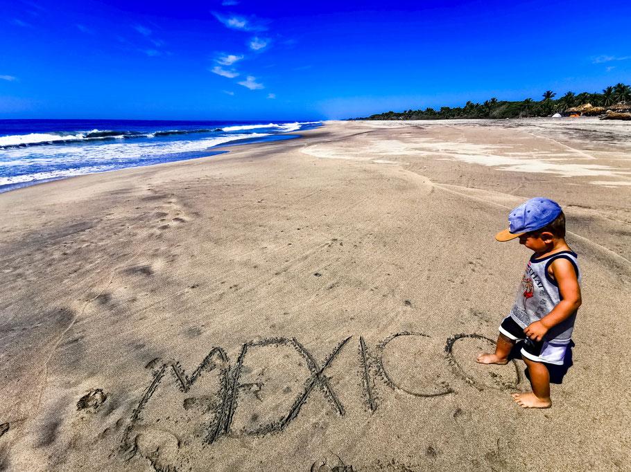 Nach einer Bootstour zurück auf dem Festland in Playa Ventanilla, Mexiko (Foto: Katha Dos Santos)