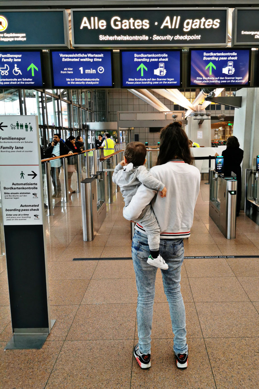 Abreise am Hamburger Flughafen (Foto: Katha Dos Santos)
