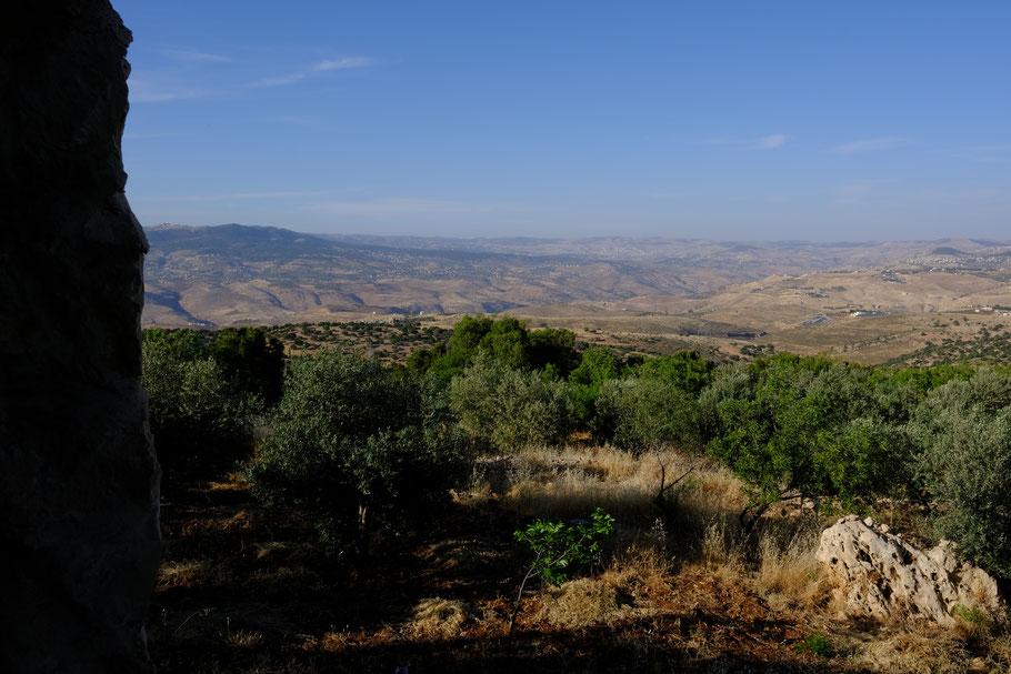 Der Ausblick bis nach Ajloun
