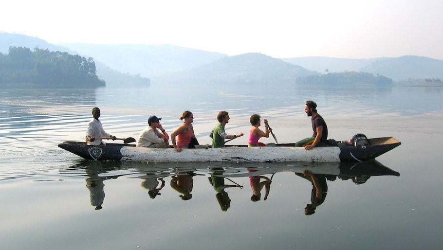 Lake-Bunyonyi-boat-canoe.jpg