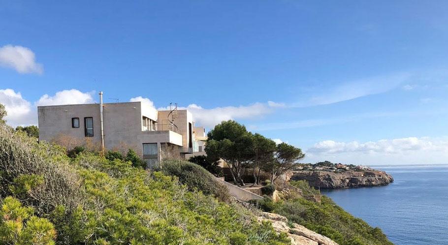 Haus mit Meerblick: hier an der Küste von Santanyi im Süden
