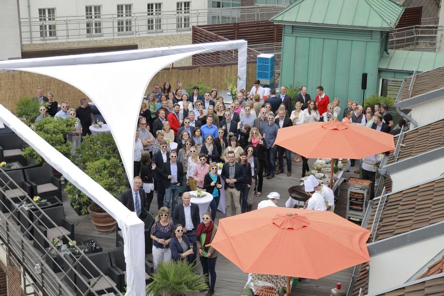 Tolle Ideen für Ihr Sommerfest in Hannover als besonderes Event auch gerne auf einer Dachterasse.