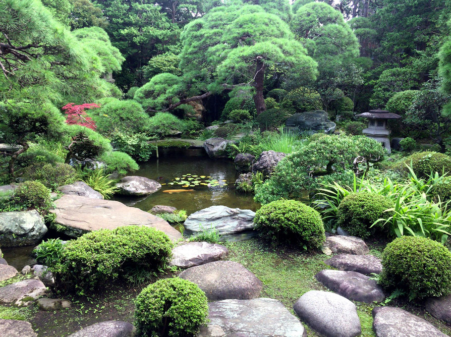Yamamoto-tei has been selected as the 3rd best Japanese Garden by an American magazine, followed by Adachi Art Museum in Simane prefecture (1st) and Katsurarikyu in Kyoto prefecture (2nd).