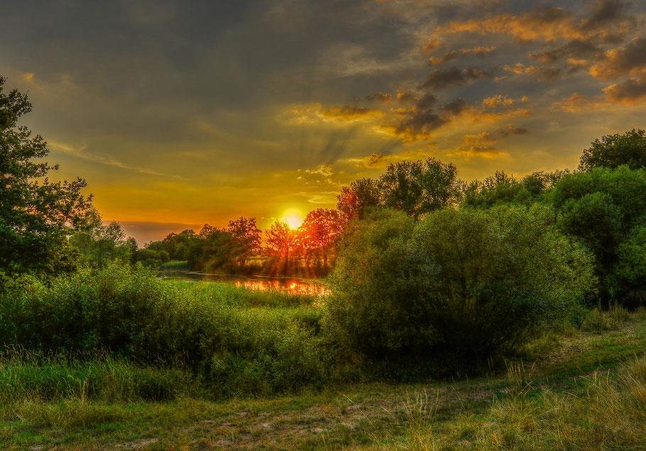 Sonnenuntergang an einem kleinen Weiher in Predöhlsau