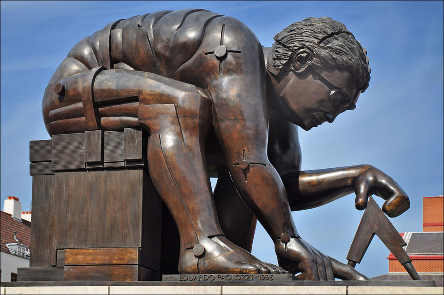 Исаак Ньютон перед Британской библиотекой.