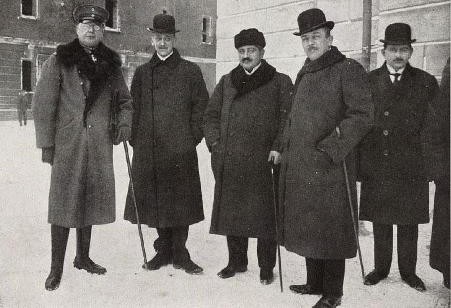 Delegatie van de centrale mogendheden (Duitsland, Oostenrijk-Hongarije en Ottomaanse Rijk) 1917-18. Bruckmann, F. Grosser Bilderatlas des Weltkrieges; 1919.