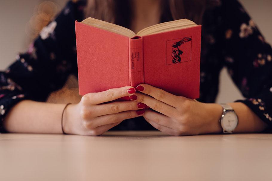 Bücher für und über Frauen, Autorinnen erzählen von Frauenpower, neuer Weiblichkeit und Zickenterror #Frauen #Frauenpower #Feminismus #Weiblichkeit