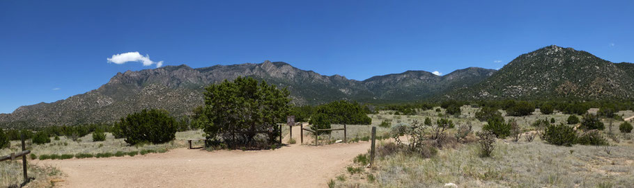 The lower part of the trail, on the way to the Sandia Mountains