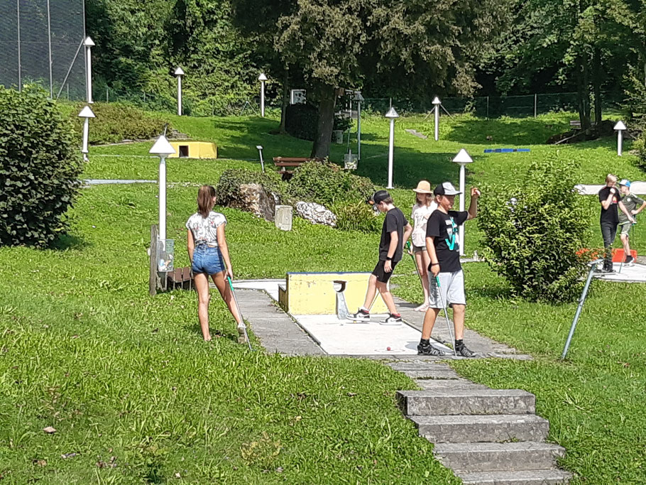 D-Jugend beim Minigolfen in Simbach