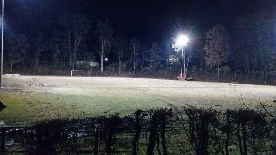 Neue Flutlichtanlage am Trainingsplatz beim STV-Ering