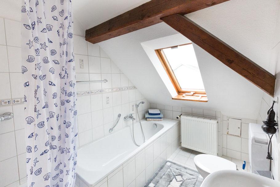 Badezimmer mit Badewanne Ferienwohnung Riehle Derbyweg Litzelstetten