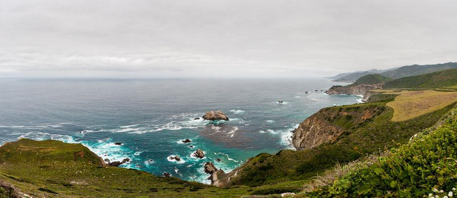 Die Bucht vor Big Sur ist nur eine der vielen grandiosen Landschaften, die sich als Panorama eignen.