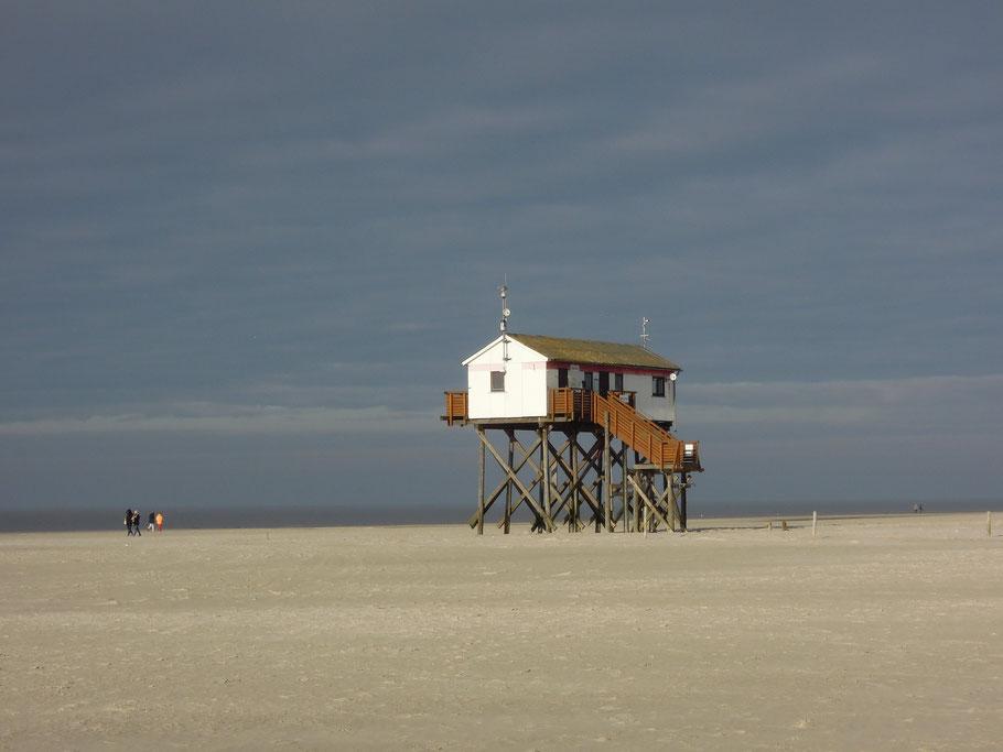 Sankt Peter Ording,Tourismus,Stelzenhaus,Strand,Meer,Sand,Wellen,Himmel,Freiheit,Liebe,Sonne,Menschen,Zweisamkeit