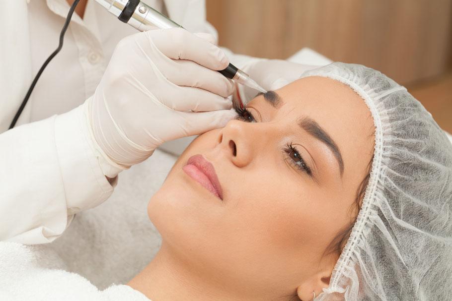 La belle Kosmetikstudio permanent make-up Behandlung Pigmentieren Augenbrauen