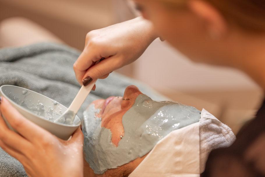 La belle Kosmetikstudio Gesichtsbehandlung Maske Entspannung