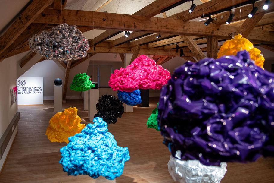 Barbara Reck-Irmler, Box Nr. 13 und 14, 2018 · Textil, Schichtholz · jeweils 70 x 72 x 9 cm