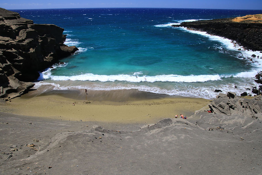 Papakolea (Green Sand Beach), Mahana Bay, Big Island