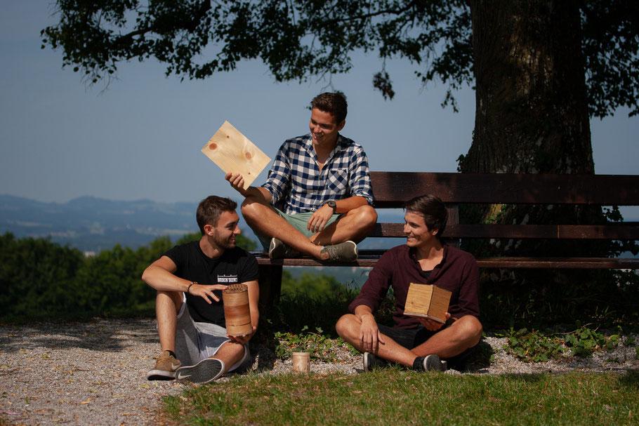 Chillwoods Teamfoto Holzleuchten Holzfurnierleuchten Holzlampen personalisierbar