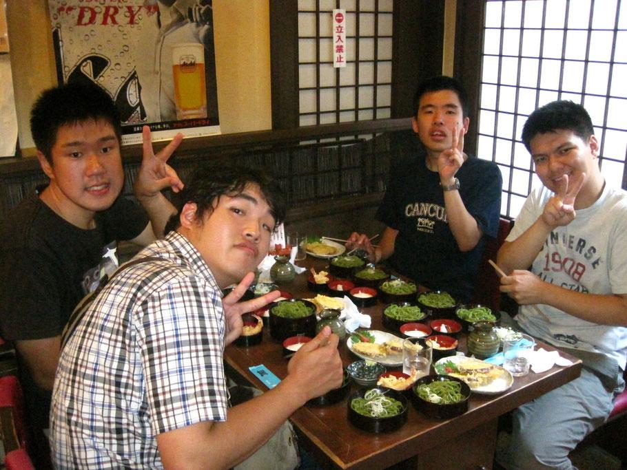 昼食は、寿庵というおそば屋さんにて。茶そばもよかったけれど、川越名物サツマイモの天ぷらが揚げたてでおいしかったね!
