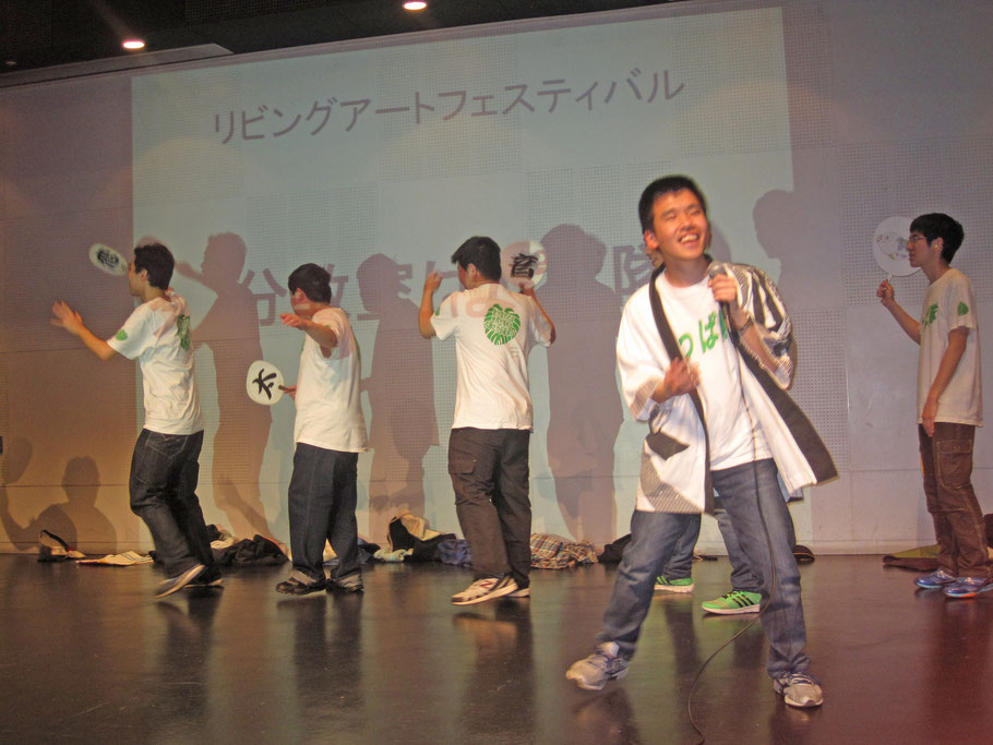 寛平さん、いつも以上に気合のこもった「恋太郎音頭」で曲の初めから手拍子が起こり、本当に気持ちよさそうに熱唱しました。
