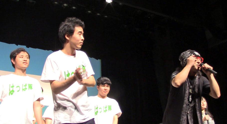 シャープゼロさんのステージに乱入?さすがエンターティナー同士、橘高先生といかりやさんは、ほとんど練習しなくても、息の合ったやり取りを見せ、会場内を大いに沸かせました。
