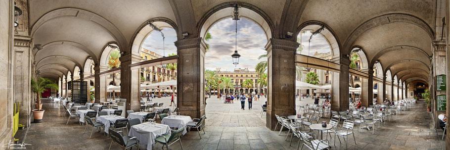 Plaza Real de Barcelona forma trapezoidal que colinda con La Rambla y está situada en el Barrio Gótico de la Ciudad