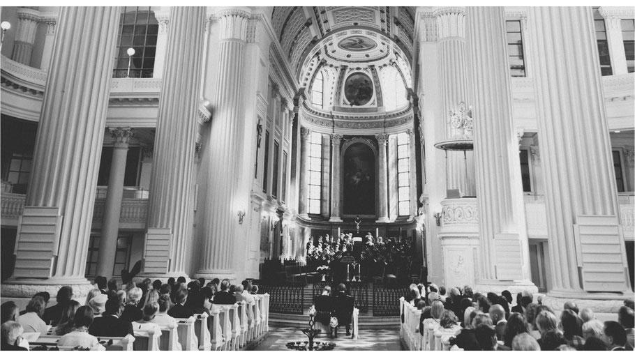 Hochzeitsreportage mit Ayleena und Burkhard - Nikolaikirche in Leipzig - von Dirk Brzoska begleitet als Hochzeitsfotograf