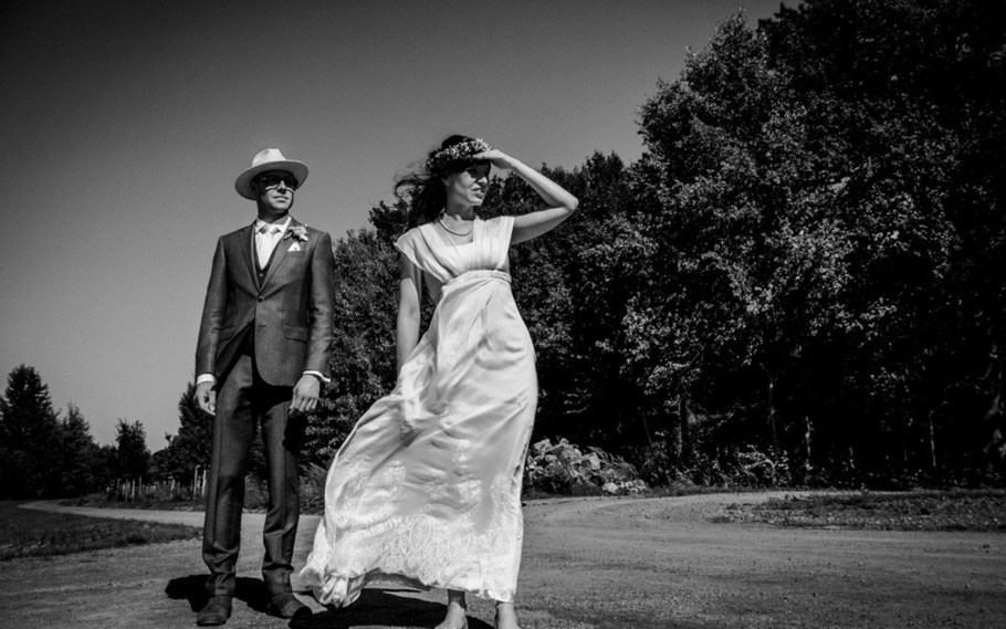 Fotograf DIRK BRZOSKA begleitet das Brautpaar Anne und Bernhardt  während ihrer Hochzeit in Dresden mit Oldtimer Wartburg 311, Hochzeitsfotograf aus Leipzig  - www.dirk-brzoska.de