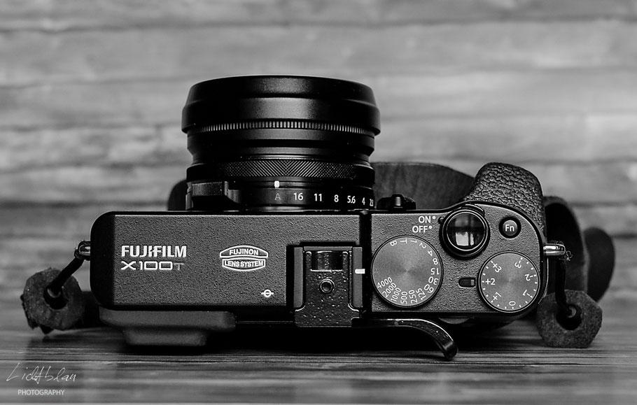 Fuji x100T - mit Filter, Streulichtblende und Originaldeckel