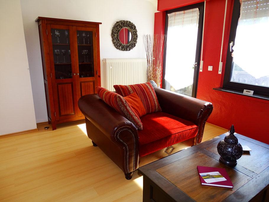 Wohnzimmer mit gemütlicher Big-Sofa Garnitur